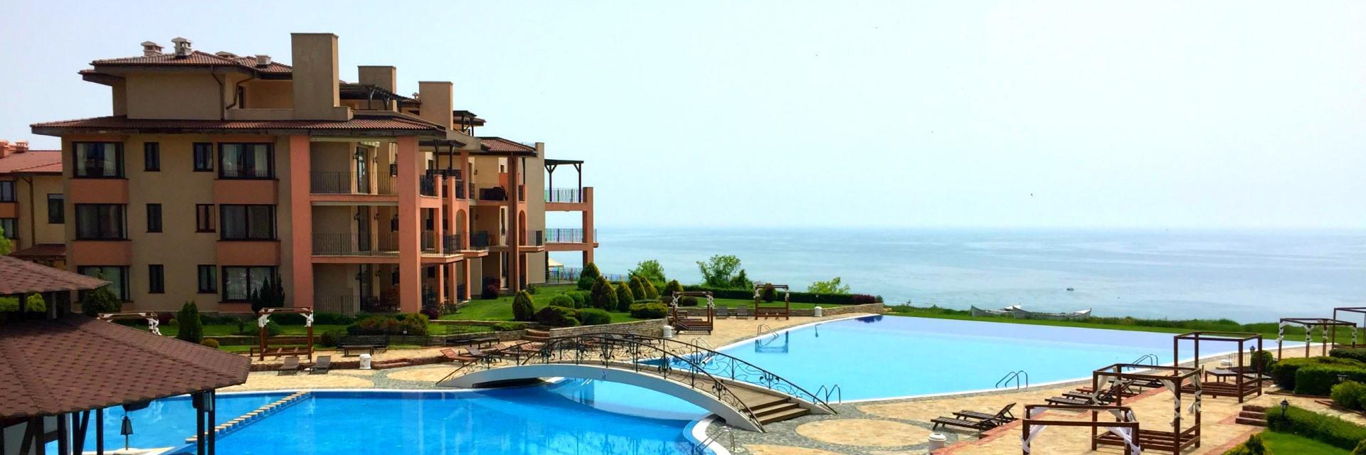 Стилен тристаен апартамент с морска панорама