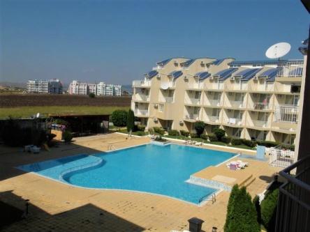 Обзаведен тристаен апартамент близо до плаж в Равда