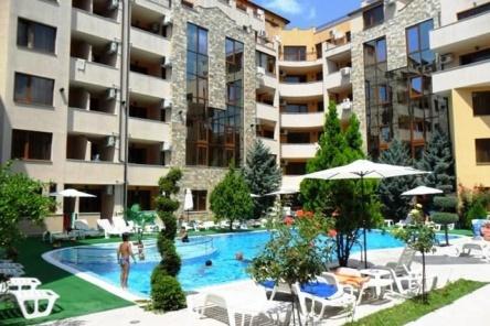 Тристаен апартамент в Слънчев Бряг с джакузи