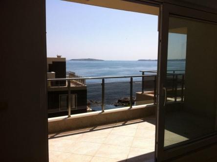 Модерен апартамент пред море