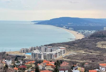 Парцел за строителство с морска гледка към Албена