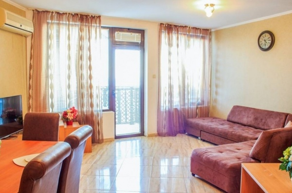 Евтин тристаен апартамент в Свети Влас до плаж