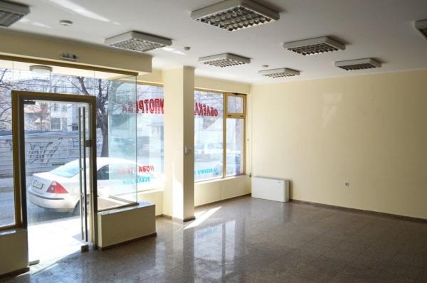 Помещение за търговия или офис в центъра на Сливен