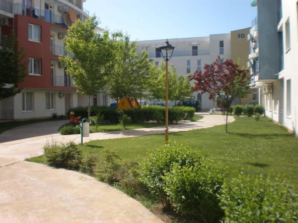 Евтин тристаен апартамент в Слънчев Бряг