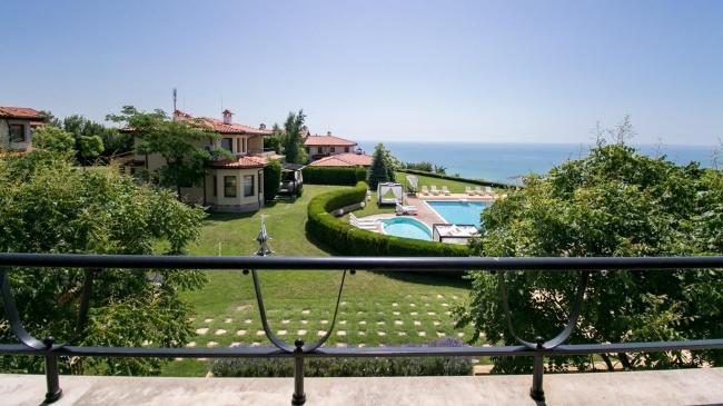Къща в голф комплекс Black Sea Rama