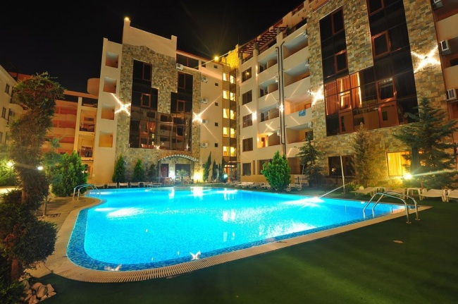 Тристаен апартамент в Слънчев бряг