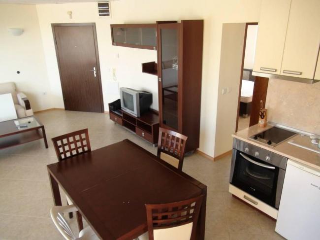 Голям апартамент с 3 спални на първа морска линия