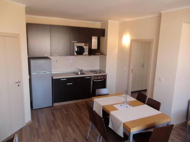 Апартамент с две спални пред плаж в Обзор
