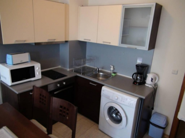 Обзаведен тристаен апартамент в Бяла близо до плаж