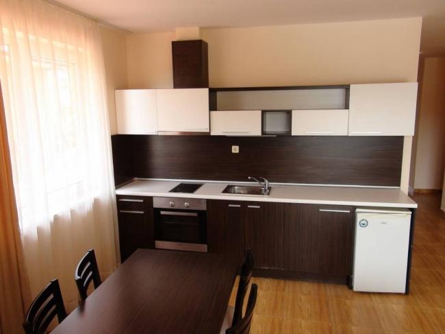 Продажба на тристаен обзаведен апартамент в Свети Влас