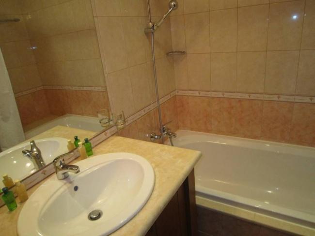 Продава обзаведен апартамент с две спални в комплекс Калиакриа