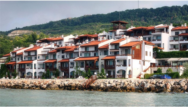 Апартаменти на изплащане на брега на морето