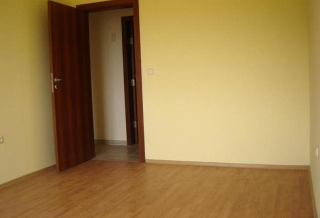 Тристаен апартамент на ниска цена до плаж в Обзор