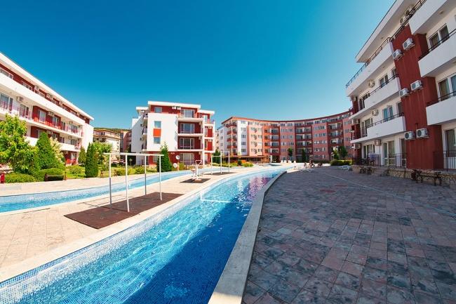 Продажба на апартаменти на плажа в Елените