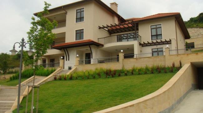 Тракийски скали - голф комплекс с апартаменти за продажба