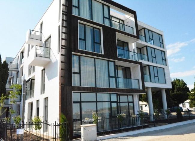 Бутикови апартаменти на първа морска линия