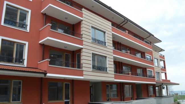 Просторни апартаменти до плаж в Равда