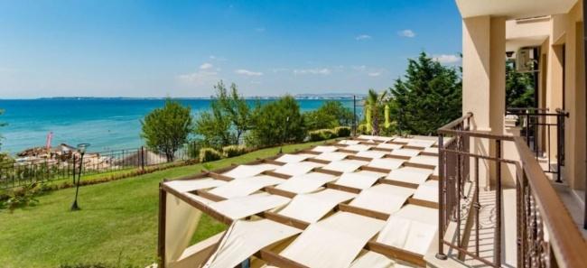 Лукс апартаменти за продажба на абсолютна първа морска линия