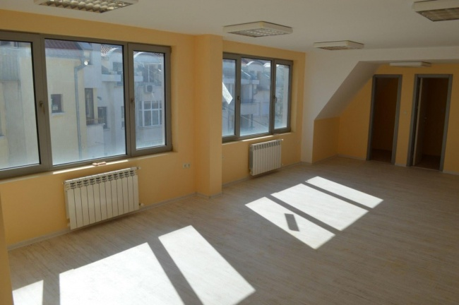 Модерен офис в центъра на Сливен