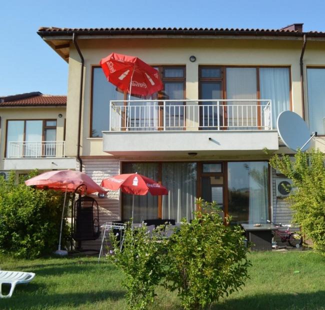 Продава къща с 3 спални изгодно в голф комплекс Лайтхаус - Балчик