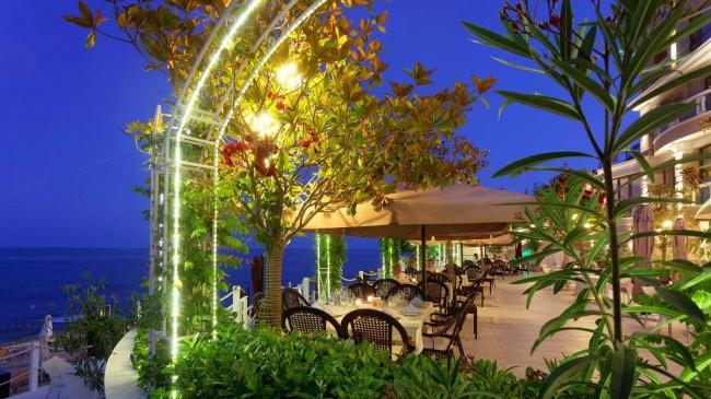 Топ луксозни апартаменти на първа линия море до Варна и Златни Пясъци