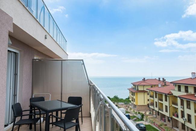 Тристаен обзаведен апартамент на море