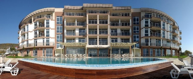 Апартаменти за продажба на първа морска линия до Балчик