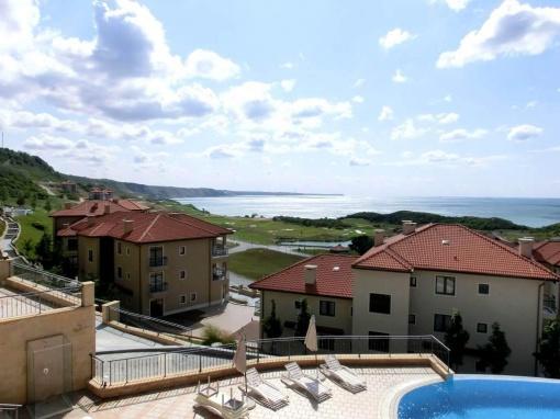 Апартамент с две спални в голф комплекс Тракийски скали