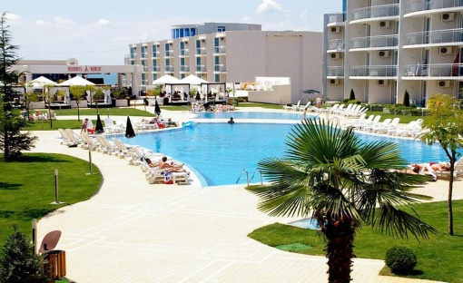Тристаен апартамент в комплекс Атлантис - Сарафово