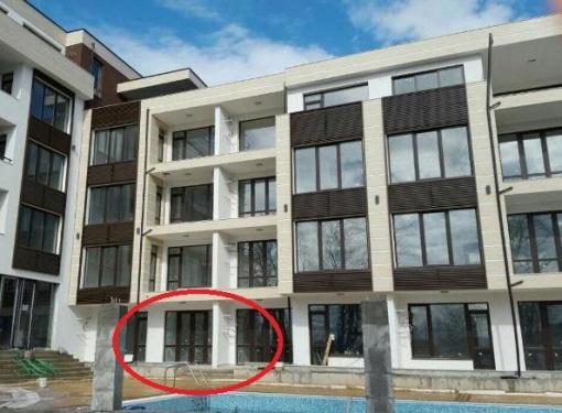 Тристаен апартамент в Приморско на първа линия море