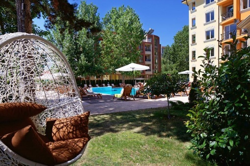 Тристаен апартамент в Слънчев Бряг с добра локация