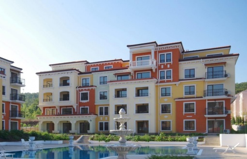 Евтин тристаен апартамент до плаж
