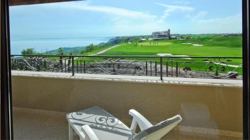 Апартамент с 2 спални с морска гледка в голф комплекс Блек Сий Рама