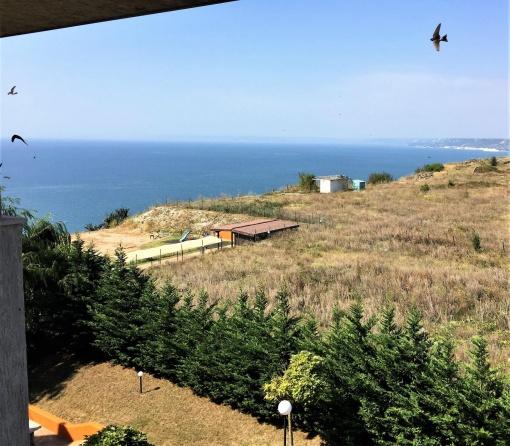 Просторен двустаен апартамент с морска гледка